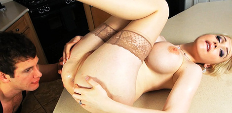Have sexual intercourse in the kitchen. Divine Sarina have sex in the kitchen